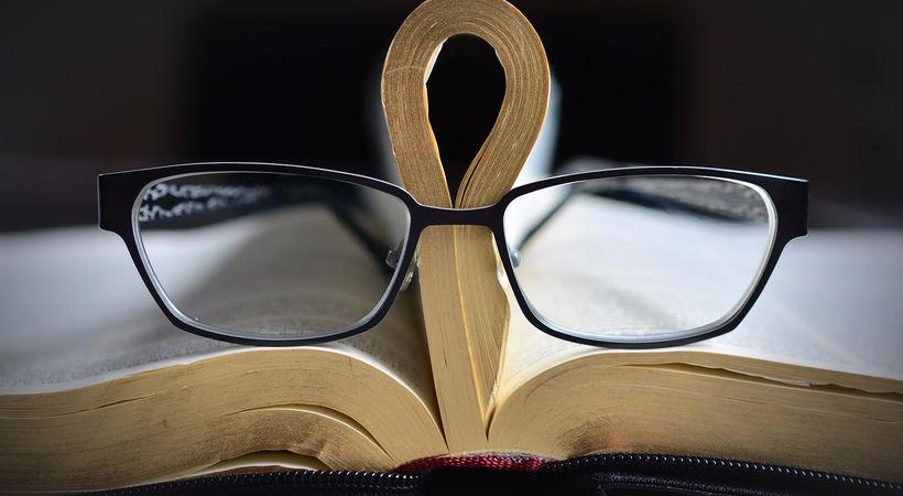 Vi leser alltid Bibelen i lys av vår teologiske tradisjon.