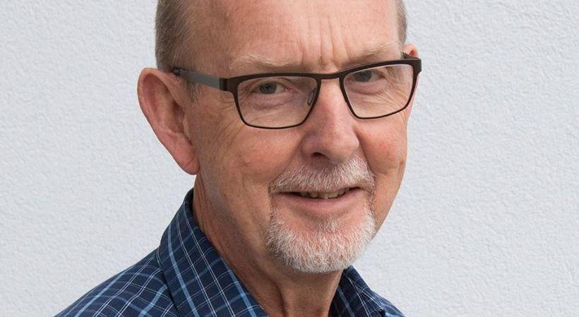 Over en åpen Bibel med Oddvar Søvik (E1924)