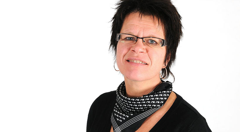 Over en åpen Bibel med Aud Karin K. Ringvoll (E1925)